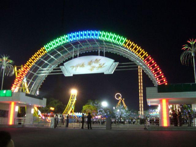 north-korean-amusement-park-pyongyang-north-korea+1152_12796171010-tpfil02aw-16375