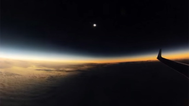 plane-solar-eclipse-video.si